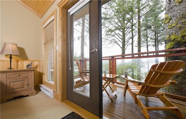 阳台可以铺木地板吗