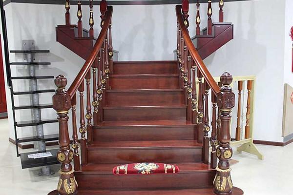 客厅楼梯扶手选择