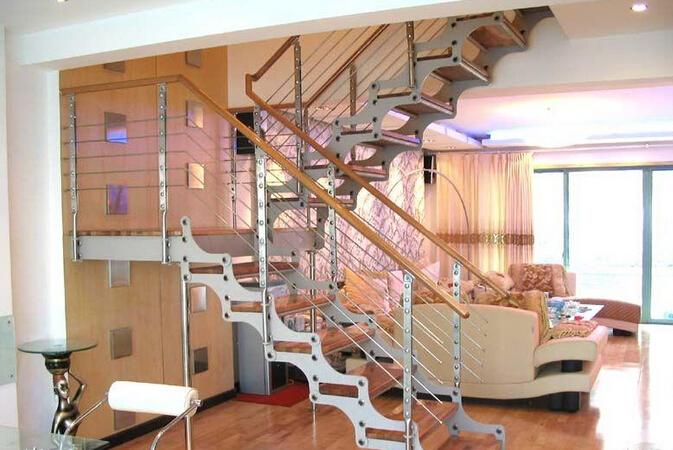 不锈钢楼梯装修的实用性效果与细节