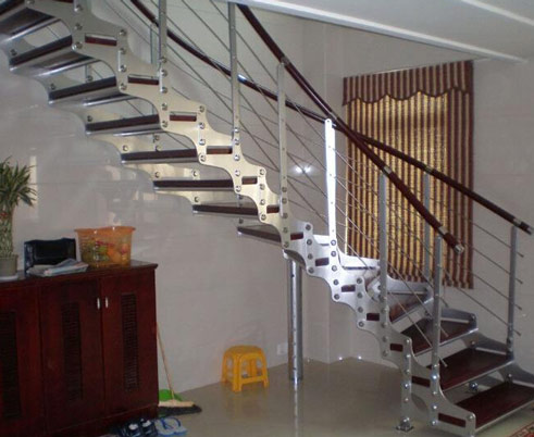 什么是钢木楼梯 钢木结构楼梯