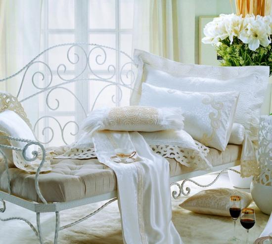 家纺布艺材质不同清洗保养方式也各不相同
