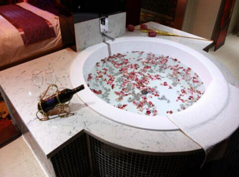 圓形沖浪浴缸尺寸是多少