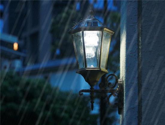 户外壁灯安装高度是多少