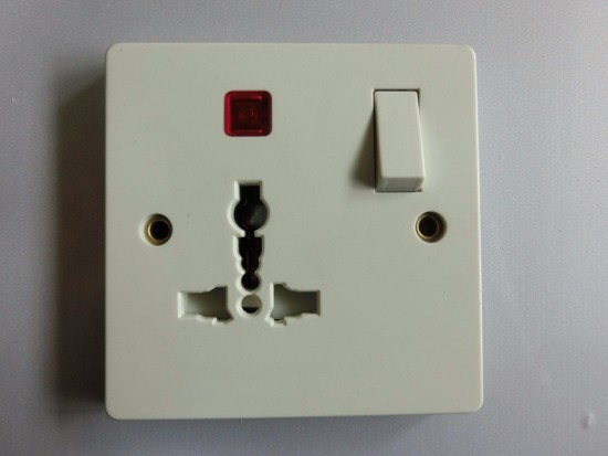 家用插座面板用什么牌子的