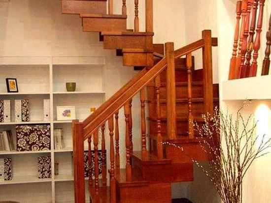 家用普通木楼梯栏杆多少钱一米