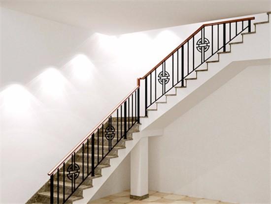 家装铁艺楼梯安装