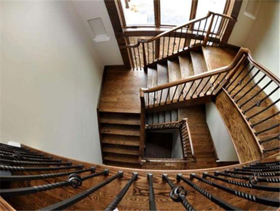 旋轉樓梯寬度