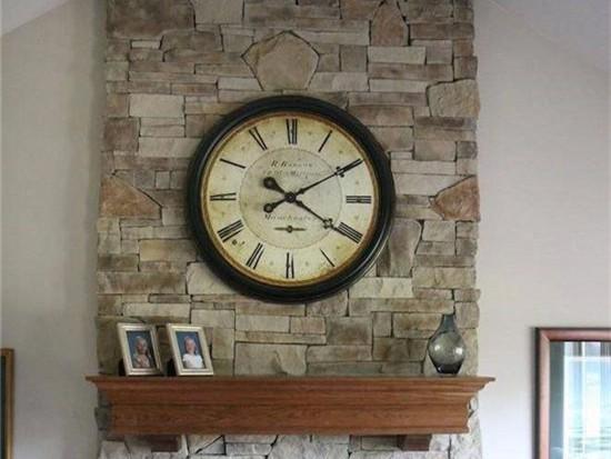 餐桌旁边的墙挂钟好吗