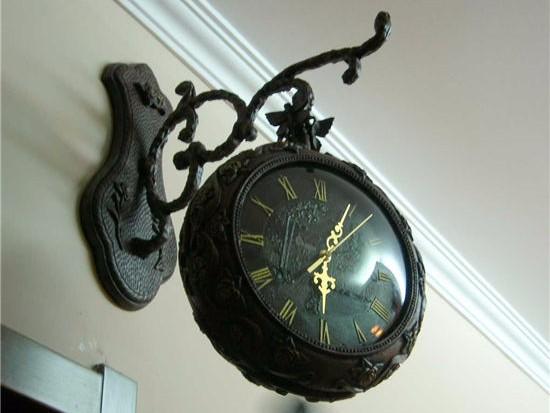 客厅餐厅挂钟效果图