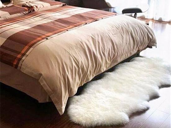 白色毛绒地毯