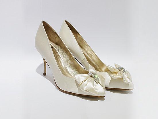 新娘婚鞋穿什么颜色的?