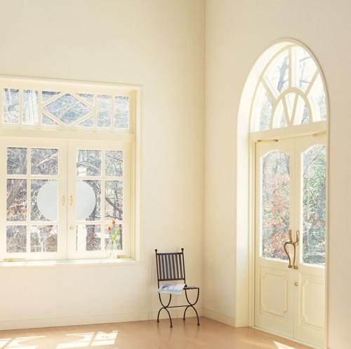 根据上面的功能风格定位,整体居室中 窗户造型形态开始浮出水面,用图片
