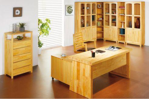 松木书桌书房空间图片