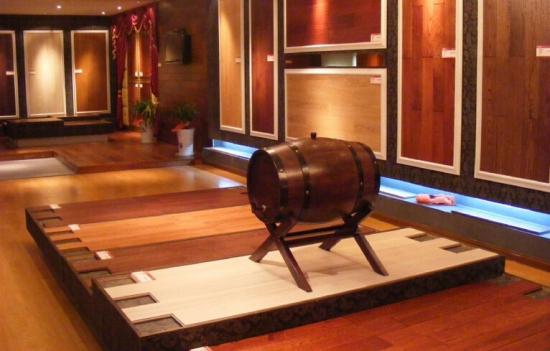 三层实木复合地板保养小技巧