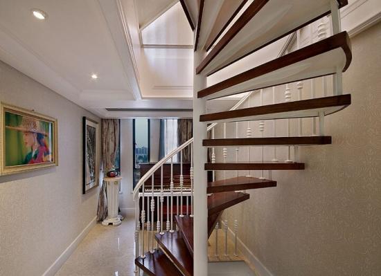 复式旋转楼梯 展现空间美丽图片