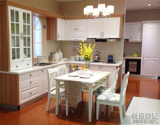 小户型厨房简单装修 颜色搭配
