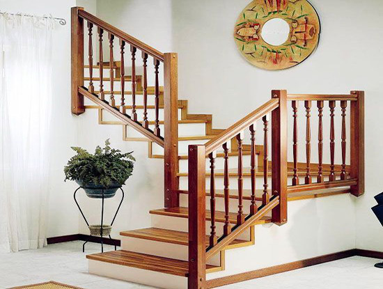 实木楼梯与钢木楼梯哪个好
