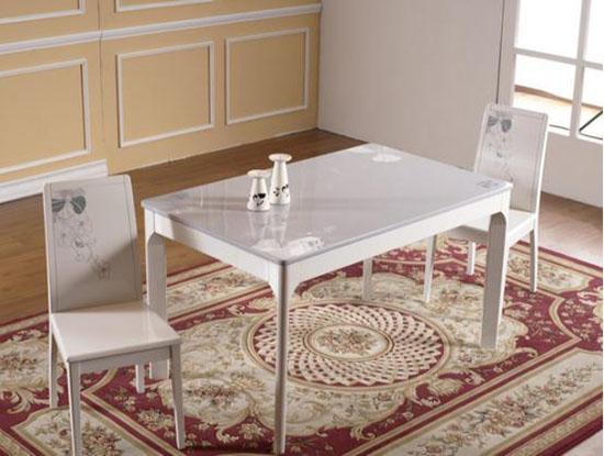 白色大理石餐桌图片