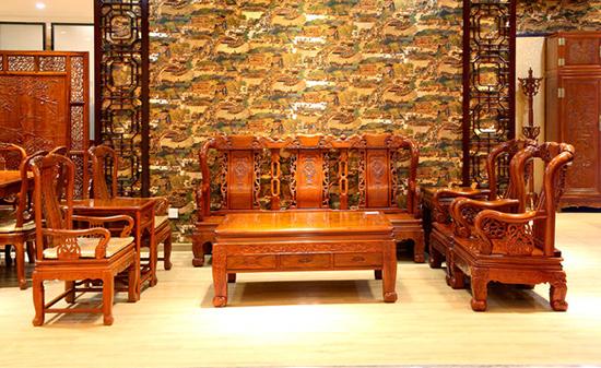 红木沙�yf�x�_红木沙发图片是很多消费者选择的依据,这种沙发将传统与现代风格