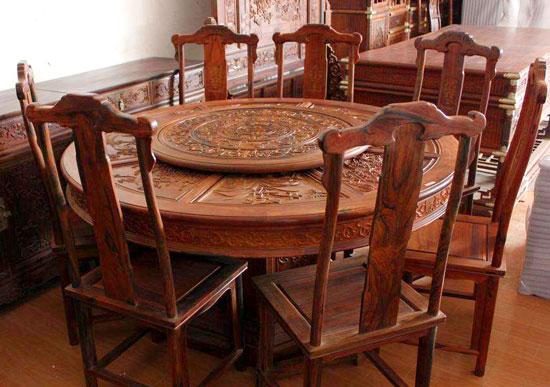 古典红木餐桌