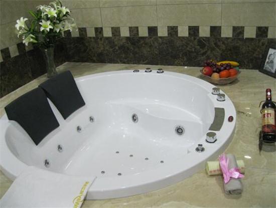 按摩浴缸价格