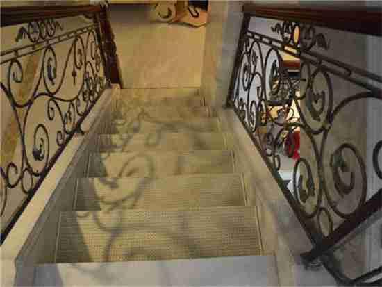 楼梯铺地毯怎么算