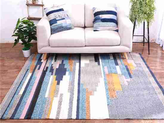 白色毛绒地毯保养具体怎么办?