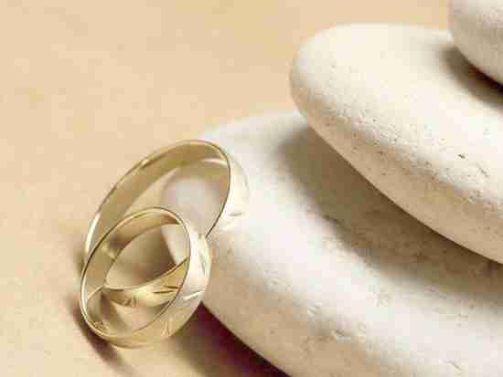 婚戒买铂金还是钻石好