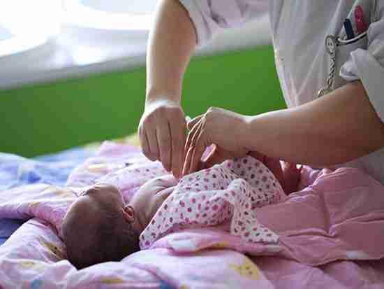婴儿肚脐的护理?#24515;?#20123;