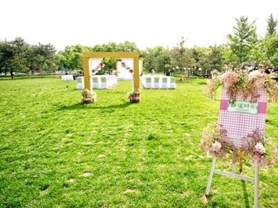 草坪婚礼穿什么好