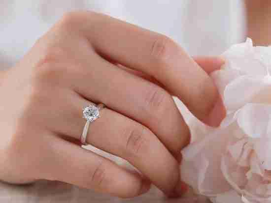 一般�I�婚戒指多少�X